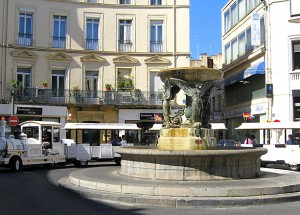 Offerte en 1831 à la ville par Joseph Desprès, cette fontaine est restée pendant 75 ans place de la République puis dans le jardin Terrus pour trôner enfin en plein centre de la place Bardou-Job – Photo © le-journal-catalan.com